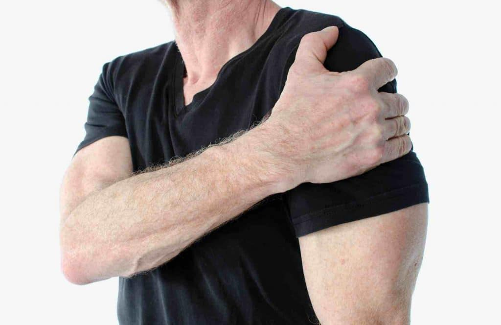 Picture of a man feeling pain from tendinitis